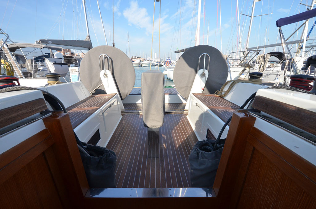 SOLARIS ONE 44 PAGNOTTA BROKERAGE(4)
